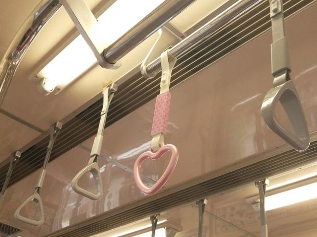 ハートをつかめ!幸運を呼ぶハート形のつり革。叡山電鉄、伊豆箱根鉄道にも