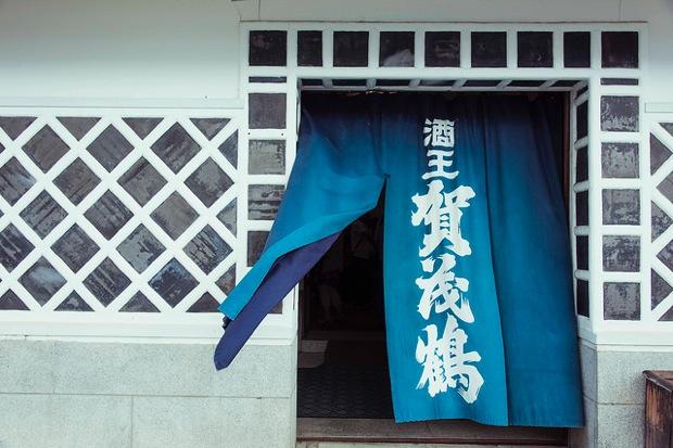 広島の酒どころ・西条には1キロ圏内に7つの酒蔵が!風情ある酒蔵通りを歩いて巡ってみた コロカルニュース