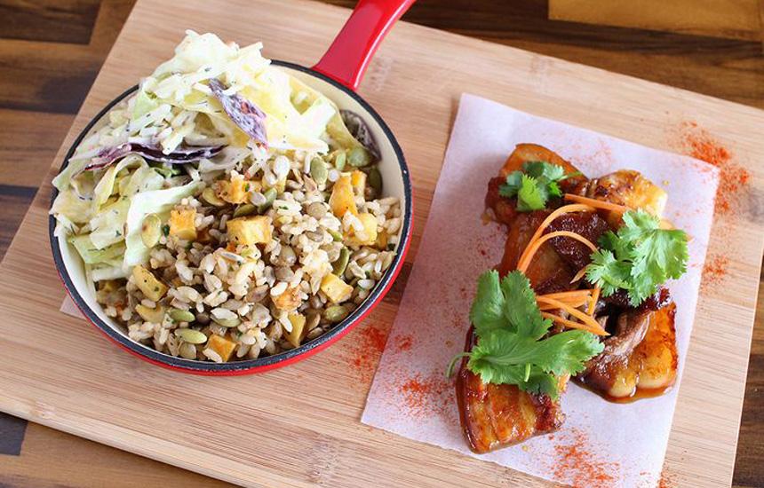 驚きに満ちたひと皿に出会えるメルボルンスタイルの店〈食堂黒猫〉|那覇におでかけ|おでかけコロカル