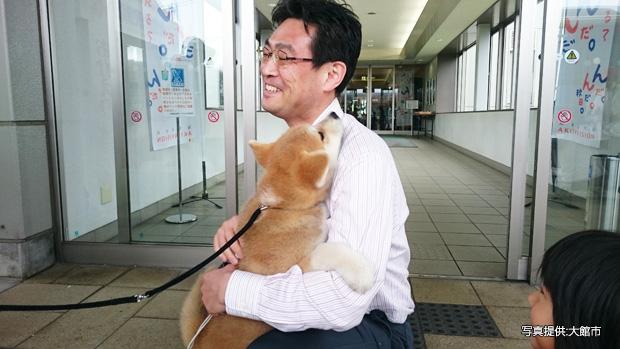 モデルが秋田犬の写真教室?8のつく日は空港でお出迎え?いま秋田犬の活躍がすごい!|コロカルニュース