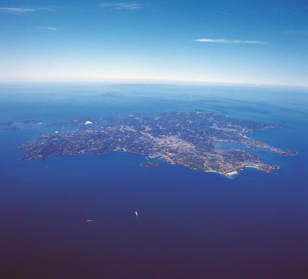 年収1,200万円!悩み多き離島の「究極の島おこし」人材募集中|コロカルニュース