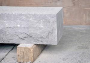 高級墓石から彫刻まで。「日本を代表する石」とは?