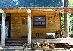 北海道七飯町、森の中の小さなパン屋〈Hütte(ヒュッテ)〉へ。地元食 …