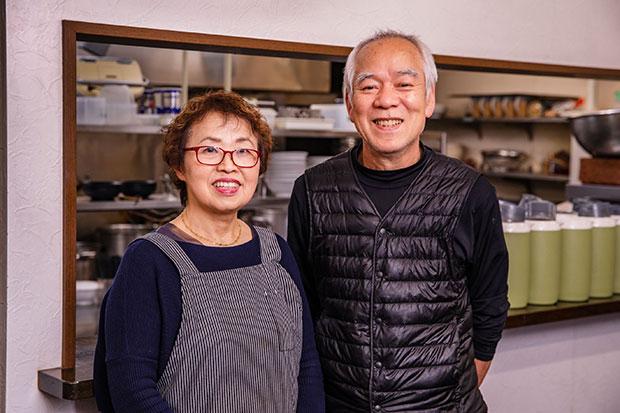 優しく真摯な人柄がにじみ出ている小田 隆さんと、ほがらかな郁子さん。「うちのメニューのなかでは、実を言うと担々麺が一番好き」と言う郁子さん。つけ麺、麻婆麺に続くブームは、担々麺!?